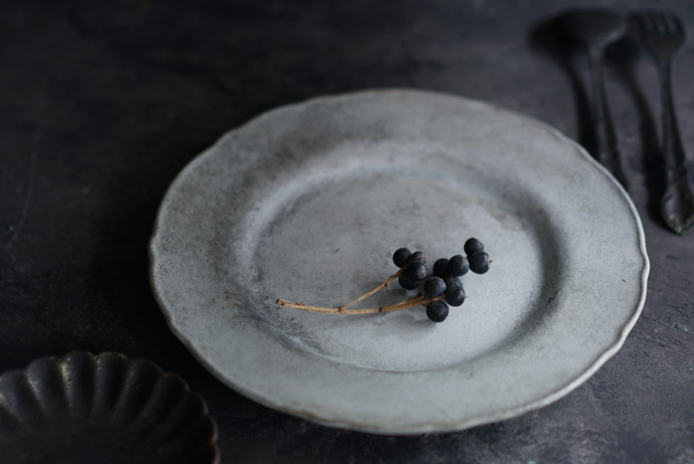 塗り替えたアンティーク風のお皿
