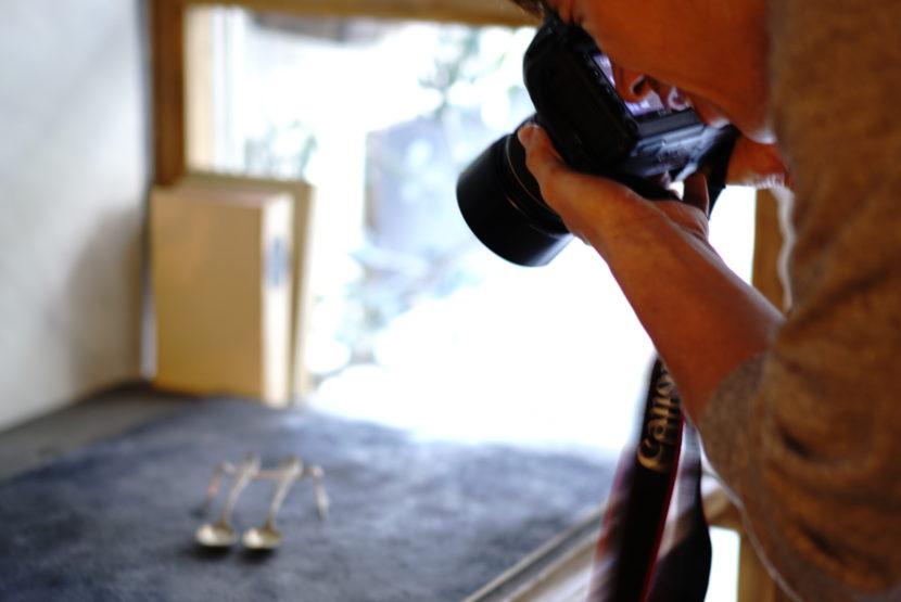 写真撮影用の背景ボードを使った撮影